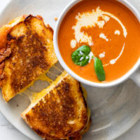 Tomato-soup-with-grilled-cheese-4